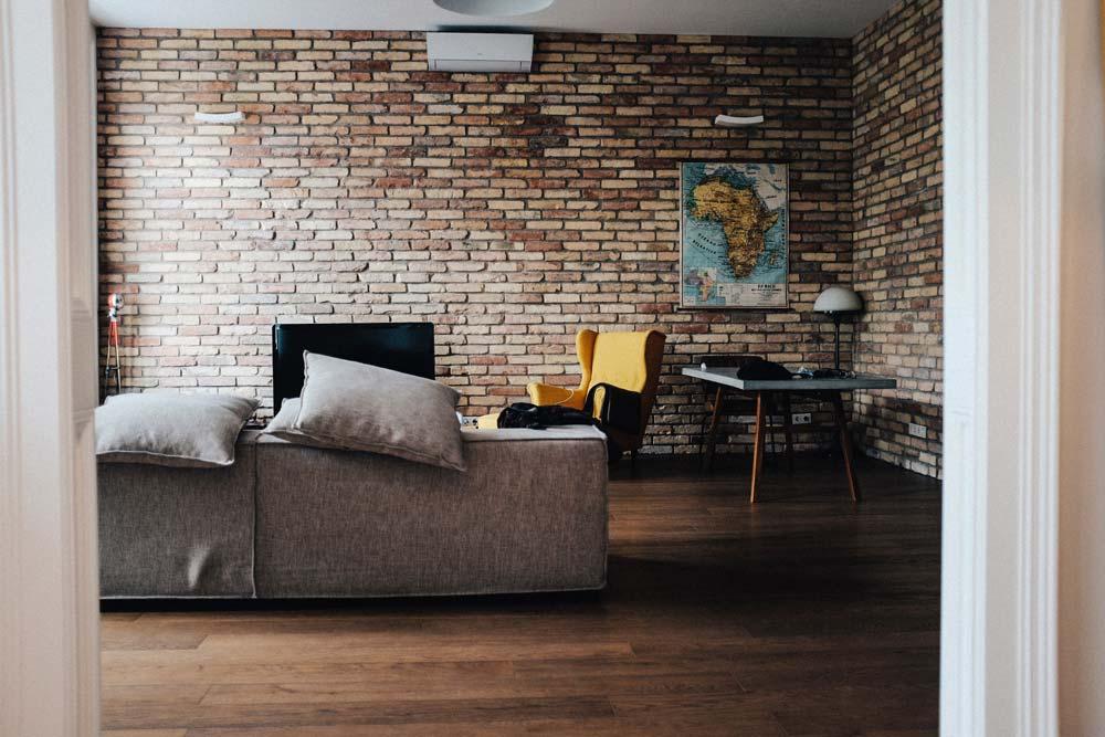 Un esempio di parete mattoni a vista in cotto per rivestimenti - Photo Credits: Justin Schuler