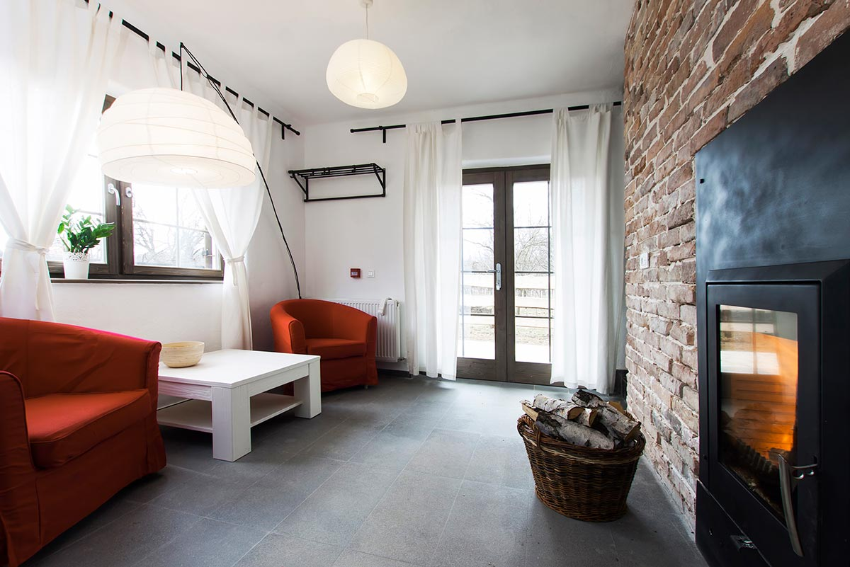 Arredamento per saloni rustici moderni come realizzarlo for Ambienti interni moderni
