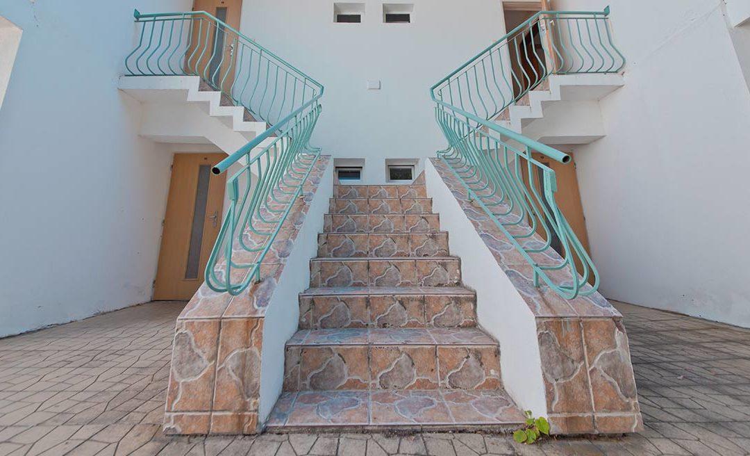Rivestimento gradini scale interne: Quale materiale scegliere?