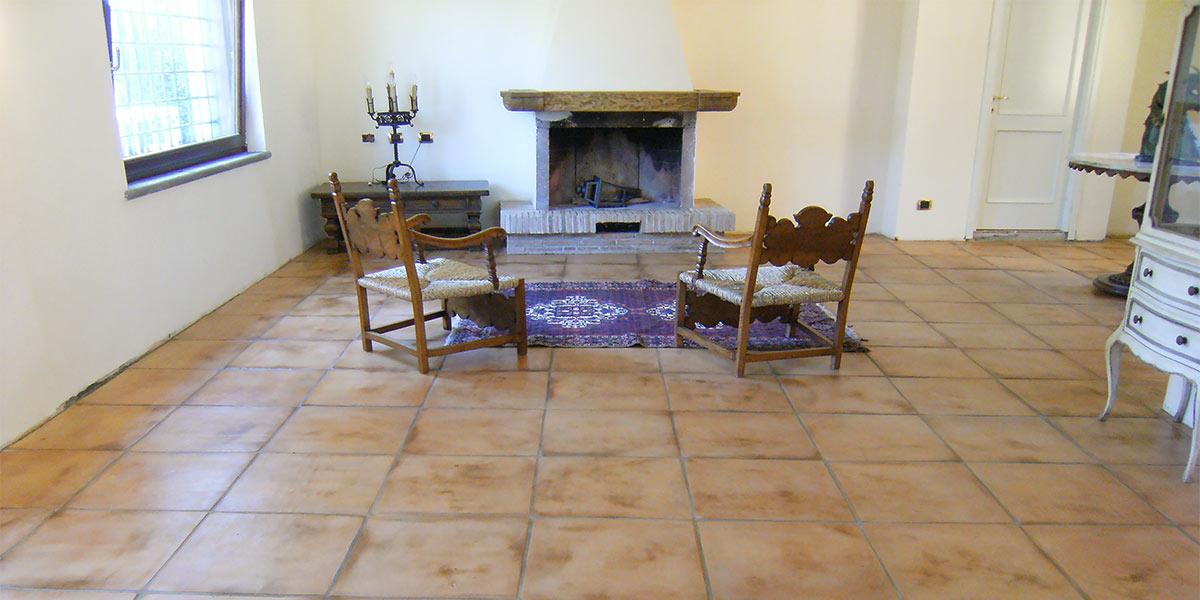 Pavimenti in cotto chiaro per un ambiente rustico ma luminoso - Piastrelle in cotto per interni ...